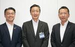 吉泉区長(中央)と菊地支店長(左)ら