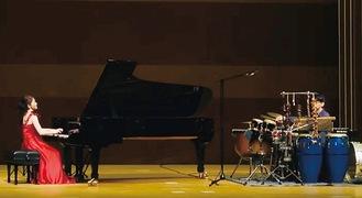 パーカッションと共演した1公演目は新曲や国内外の名曲を披露