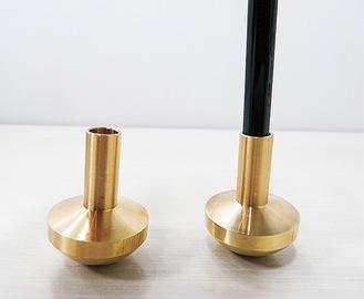 記念品の鉛筆立て(左)