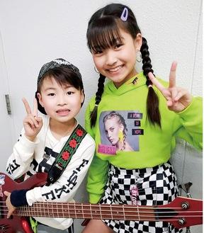 姉の加藤礼愛さん(右)と弟の颯くん
