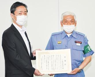 鈴木団長(右)と吉泉戸塚区長