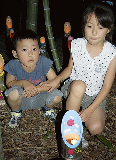 竹灯篭に復興の祈り込め