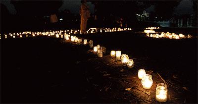 平和祈りロウソク灯す