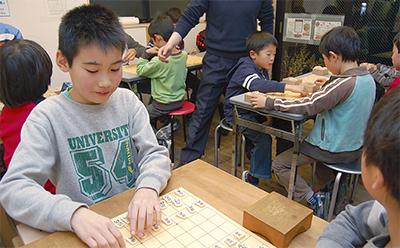 ボランティアが育てる棋士