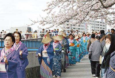 桜満開、晴天の中