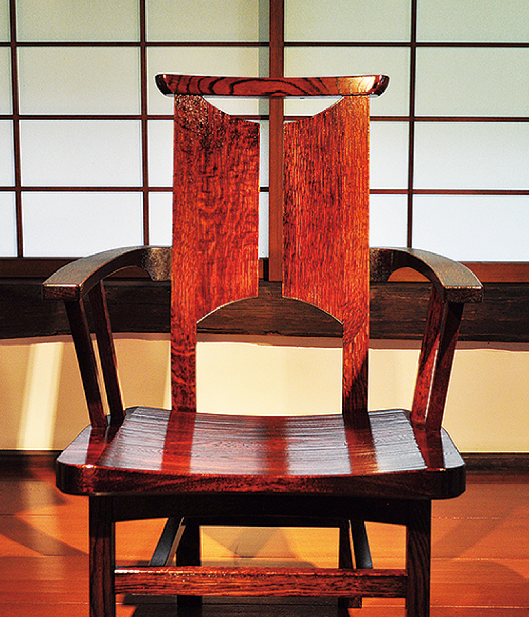 個性豊かな椅子展示