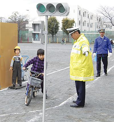 自転車の危険性学び、安全に