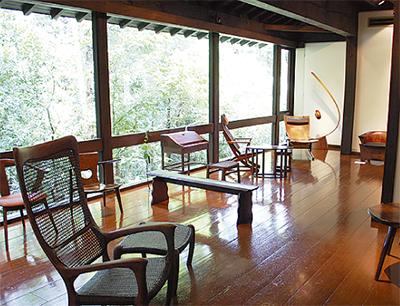 木工作家の椅子を展示