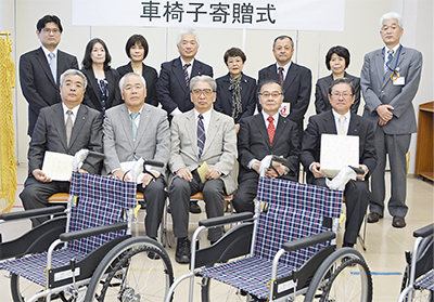 車椅子12台を寄贈