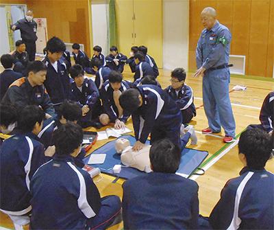 中学生に救急指導
