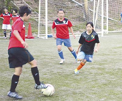 楽しみ、勝つサッカーを