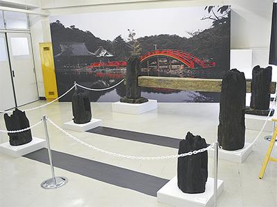 鎌倉時代の橋脚を展示