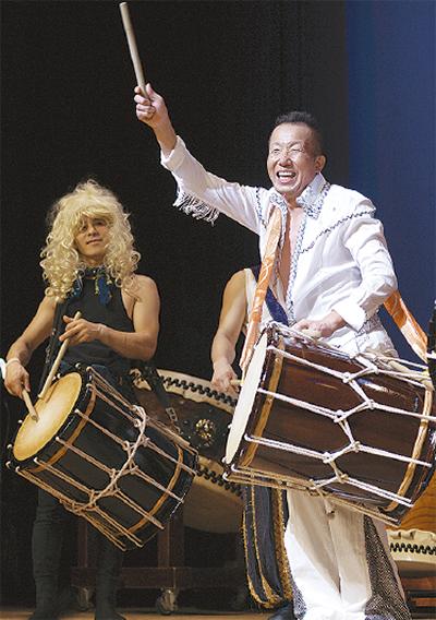 栄公会堂に響く和太鼓