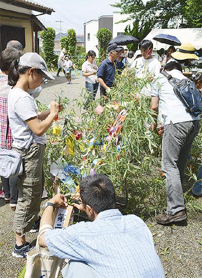 地域で作る笹飾り