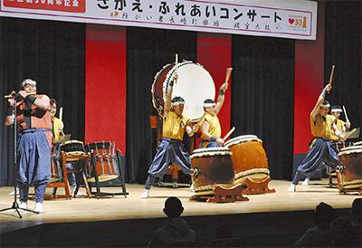 和太鼓演奏で30周年祝う