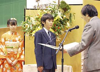 牡丹賞の石上さん(中央)と佐志原さん(左)