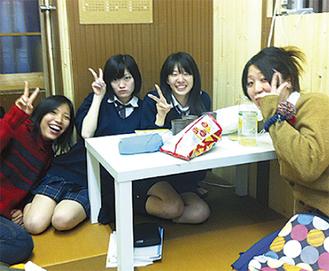 勉強やおしゃべりに活用する学生たち