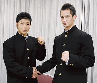 ガッツポーズの近藤(左)と乙坂