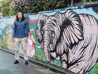 本間さんの描く壁画は近所でも好評