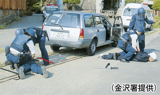 緊迫感漂う逮捕の瞬間