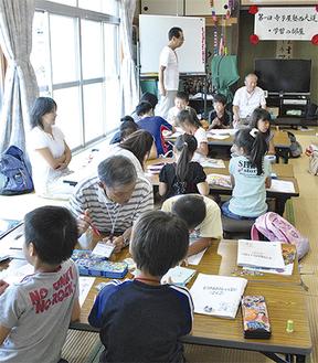 地域の人や大学生が先生となり子どもを指導