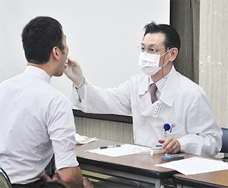 口の粘膜からDNAを採取