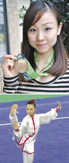 銅メダルを下げる=写真上=、アジア大会で演武する(本人提供)