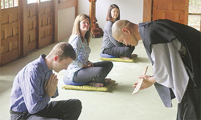 東光禅寺で行われた外国人向けの禅の体験会