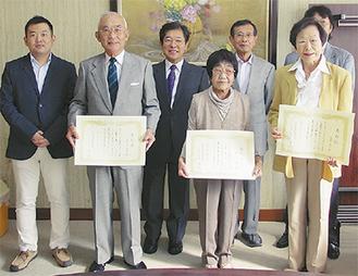 前列左から五月女さん、佐々木さん、矢部さん(同会提供)