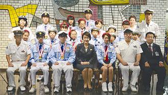 林市長(前列中央)と団員ら