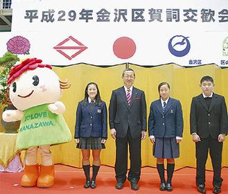 右から桐生さん、梅澤さん、國原区長、神田さん