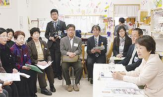意見交換する会員と林市長(右)