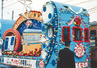 1972年当時の花電車(市交通局協力会提供)