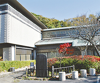 様々な文書を蔵する県立金沢文庫