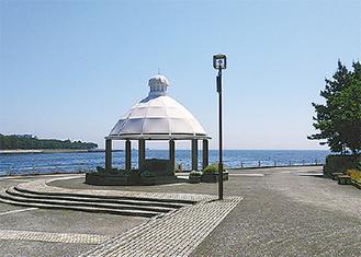 八景島内にある記念塔