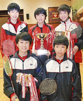(後列左から時計回りに)山口さん、小谷さん、松田さん、茜ケ久保さん、小林さん