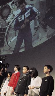 小学生らが金井宇宙飛行士と交信