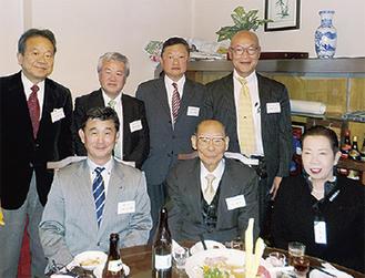 岡道子会長(前列右)