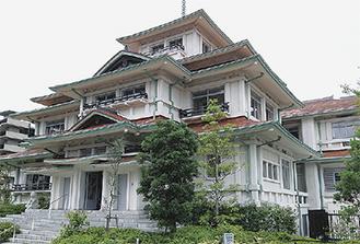 現在はレストランとして利用される旧東伏見邦英伯爵別邸
