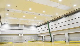 幕天井となった体育館