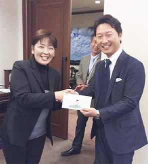 福嶋プロ(左)と優勝した黒川さん
