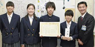 (左から)河原さん、國立さん、植杉さん、遠松さん、小林区長