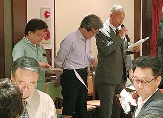 事業報告する田村会長(右から2人目・写真提供/区商連)