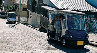ゴルフカートをベースにした車両。最高速度は時速19Km、20度の坂を登降できる