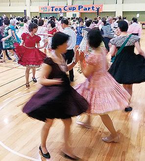 400人がダンス楽しむ