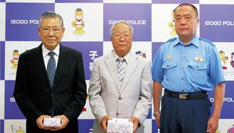 左から山本さん、金子さん、大村署長