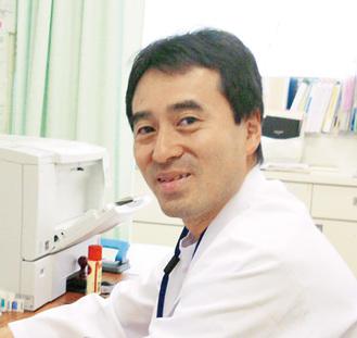 講演する福井医師