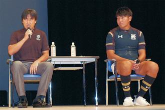 松田さん(左)と川崎選手