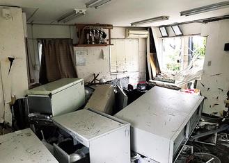 被災直後の事務所内部