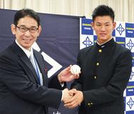 及川投手 阪神から3位指名